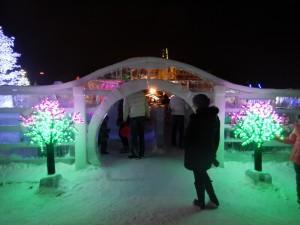 Вход в лабиринт - ледовый городок Новосибирска 2015